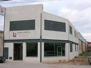Fachada principal de las oficinas